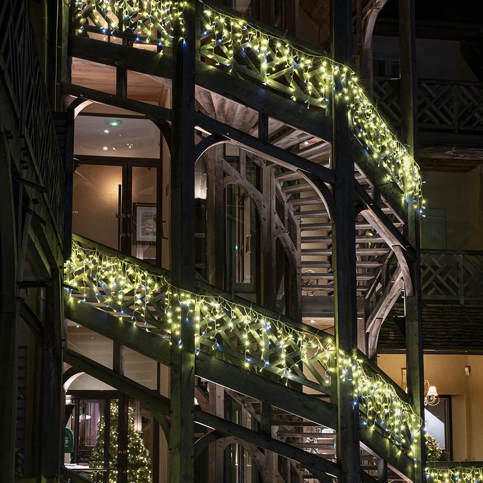 Rideau de lumières pour façade de bâtiment